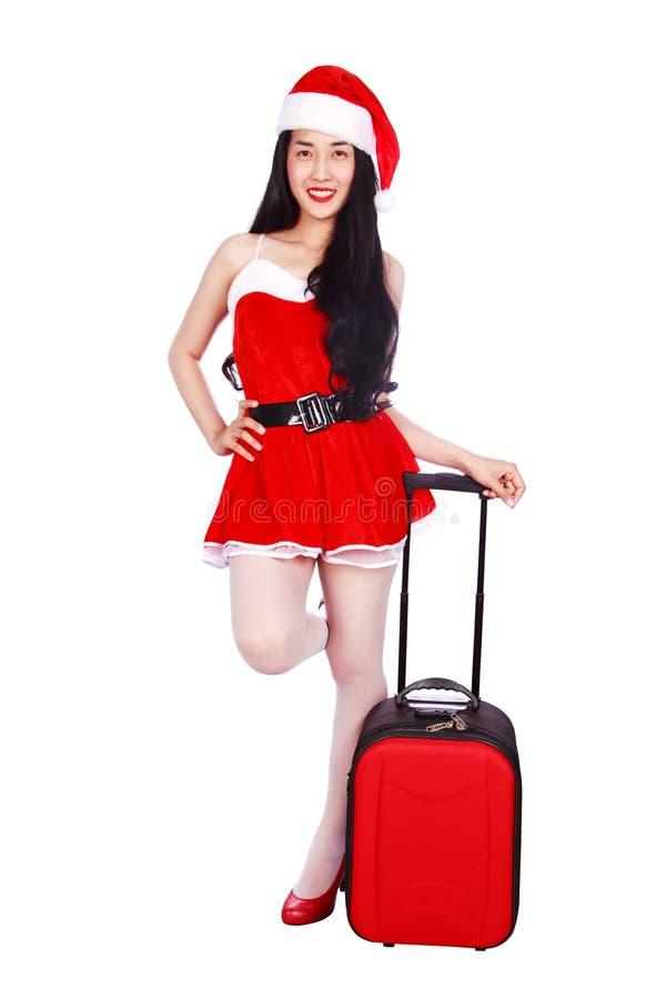 Счастливая женщина в Санта Клаусе одевает при чемодан изолированный на whi стоковое изображение