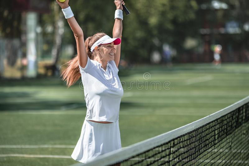 Счастливая женщина в Sportswear стоковые изображения rf