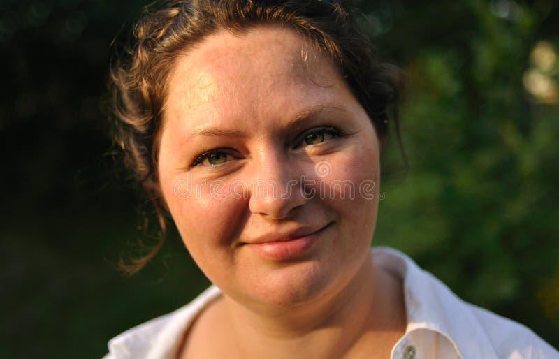 счастливая женщина портрета стоковая фотография rf