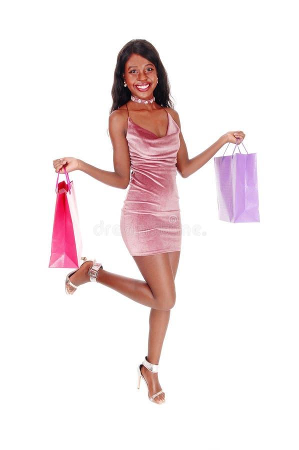 Счастливая женщина пошла ходить по магазинам стоковое изображение