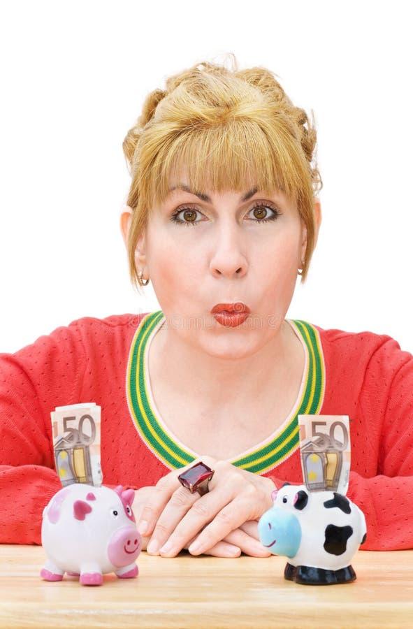 счастливая женщина сбережени дег стоковое изображение rf