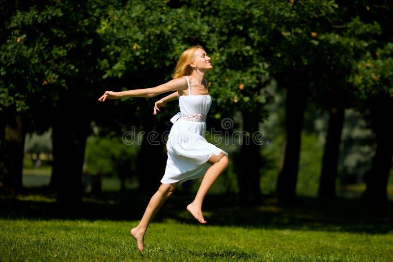 счастливая женщина стоковое изображение