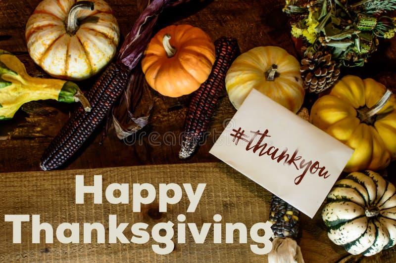 Счастливая карточка официальный праздник в США в память первых колонистов Массачусетса писать спасибо с изображением доли hashtag стоковая фотография
