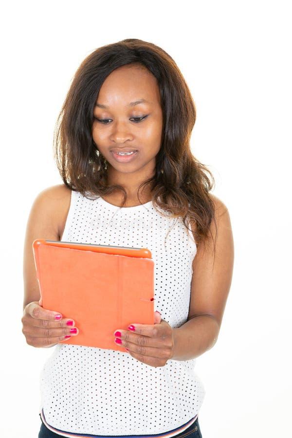 Счастливая коммерсантка используя планшет цифров над белой предпосылкой стоковое фото
