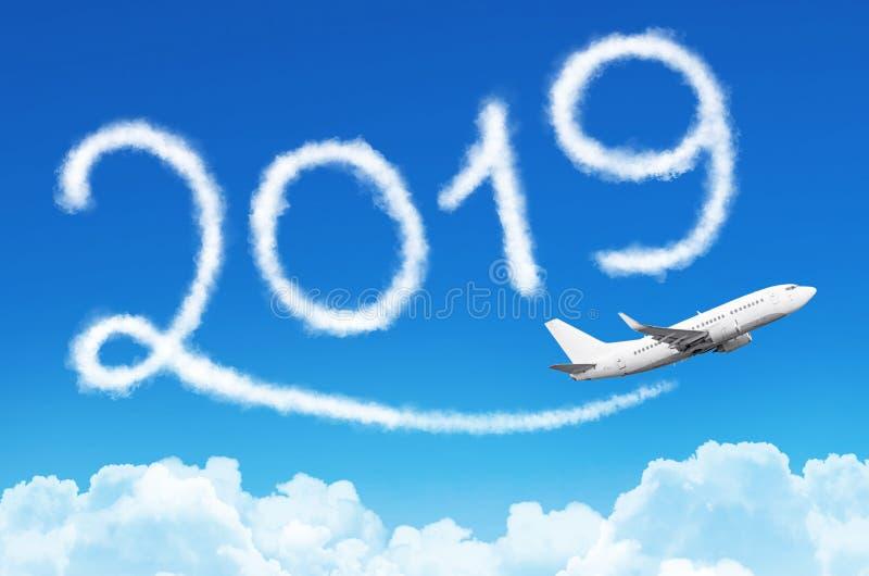 Счастливая концепция 2019 Нового Года Рисовать конденсационным следом пара самолета в небе иллюстрация вектора