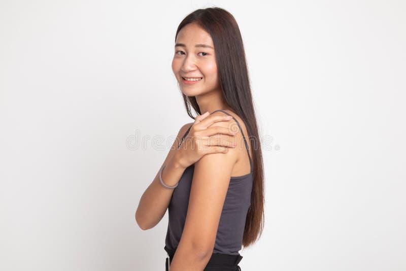 Счастливая красивая молодая азиатская женщина стоковые фотографии rf