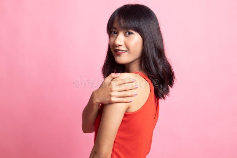 Счастливая красивая молодая азиатская женщина стоковое изображение