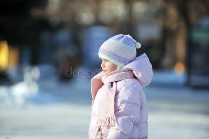 Счастливая маленькая девочка стоковые фотографии rf