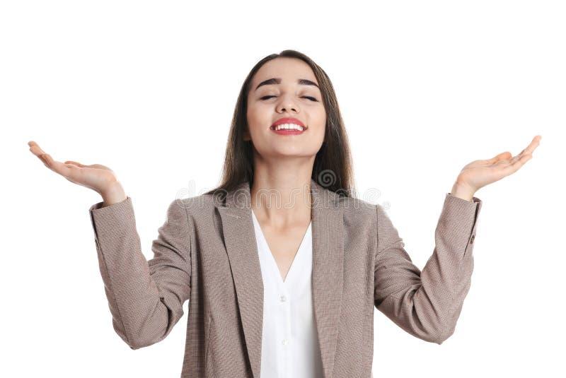 Счастливая молодая женщина в представлять носки офиса стоковые фото