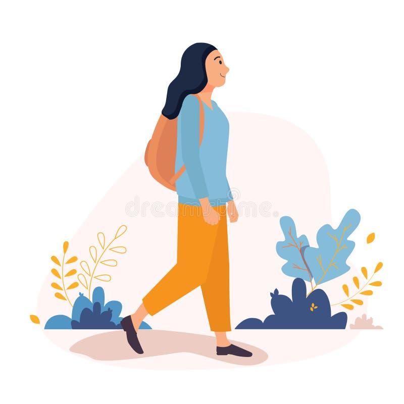 Счастливая молодая женщина идя снаружи вокруг города с рюкзаком Иллюстрация характера вектора в плоском стиле на белом иллюстрация вектора