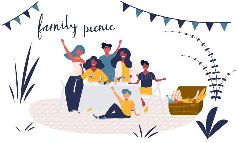 Счастливая молодая семья имеет потеху на пикнике в парке Усмехаясь группа людей с сидеть детей, есть еду бесплатная иллюстрация