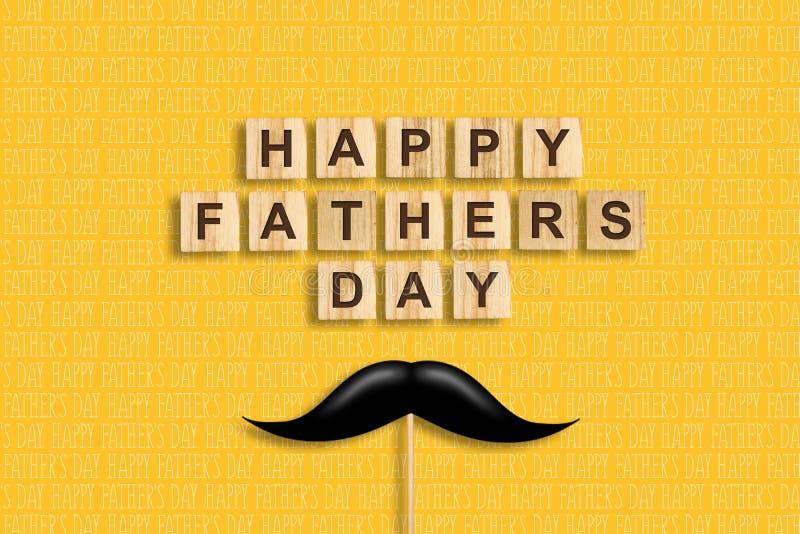 Счастливая предпосылка Дня отца Усик на ручке Надпись на деревянных блоках на желтой предпосылке Поздравительный стоковое изображение rf