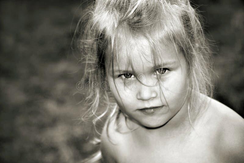 Счастливая смеясь девушка улыбка младенца r стоковые фото
