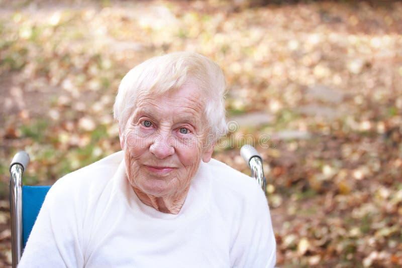 Счастливая старшая повелительница стоковое изображение rf