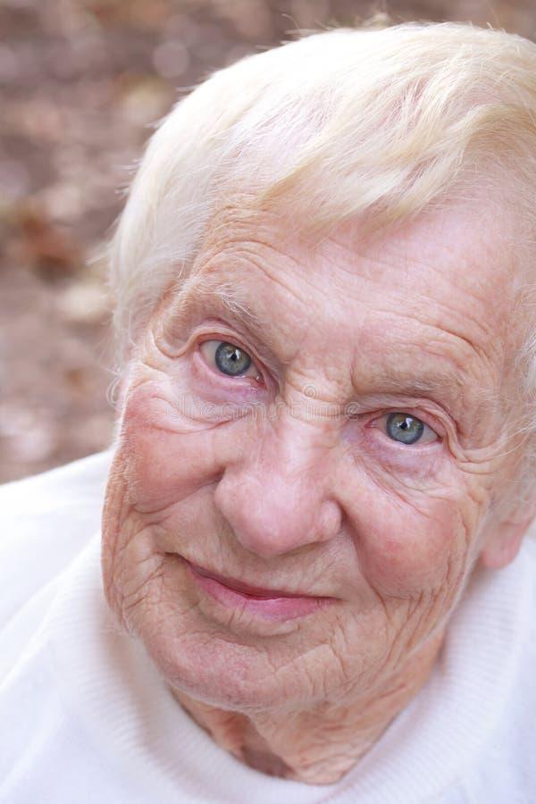 Счастливая старшая повелительница стоковое изображение
