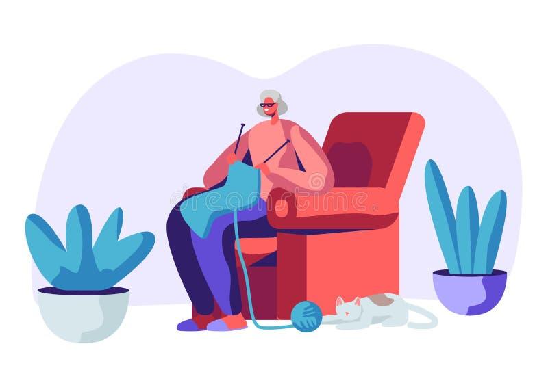 Счастливая старшая серая с волосами женщина в стеклах вязать усаживание шарфа в кресле с котом спать внизу Достигшее возраста хоб бесплатная иллюстрация
