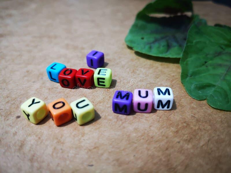 Счастливое желание Дня матери с красочной предпосылкой цветков стоковая фотография