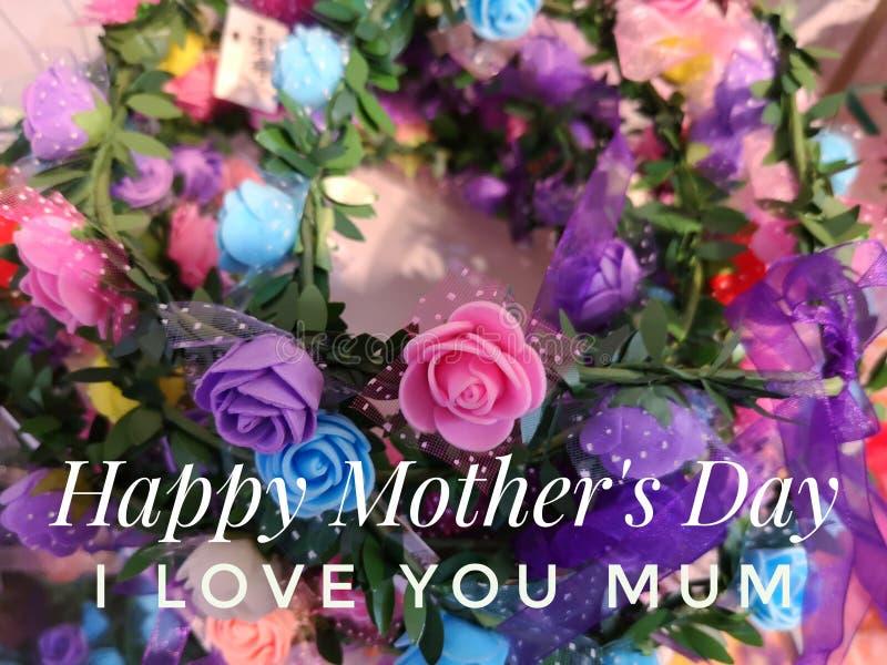 Счастливое желание Дня матери с красочной предпосылкой цветков стоковое фото rf
