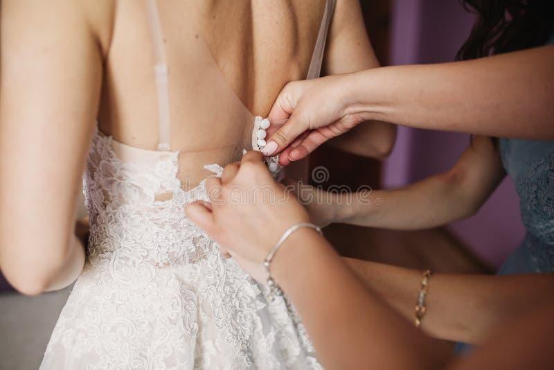 Счастливое замужество и невеста на концепции дня свадьбы стоковое изображение