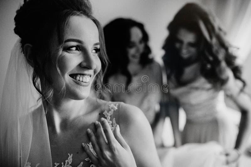 Счастливое замужество и невеста на концепции дня свадьбы стоковая фотография rf