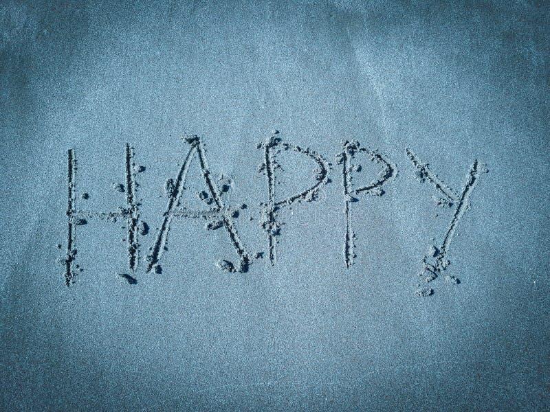 счастливое, красивое изображение слова написанное на песке пляжа в голубом тоне стоковые изображения