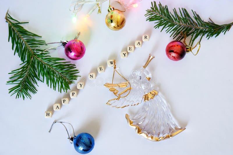 счастливое Новый Год Кубы с письмами, ангелом, красочными игрушками стоковое фото rf