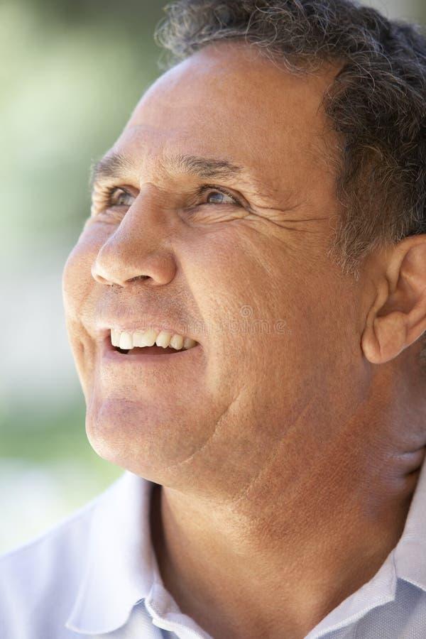 счастливо усмехаться портрета человека старший стоковое изображение rf