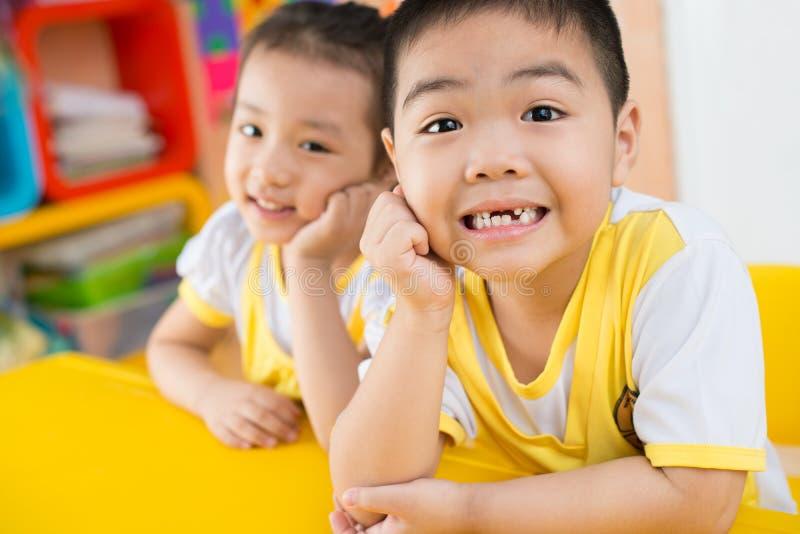 Счастливые азиатские дети стоковое изображение rf