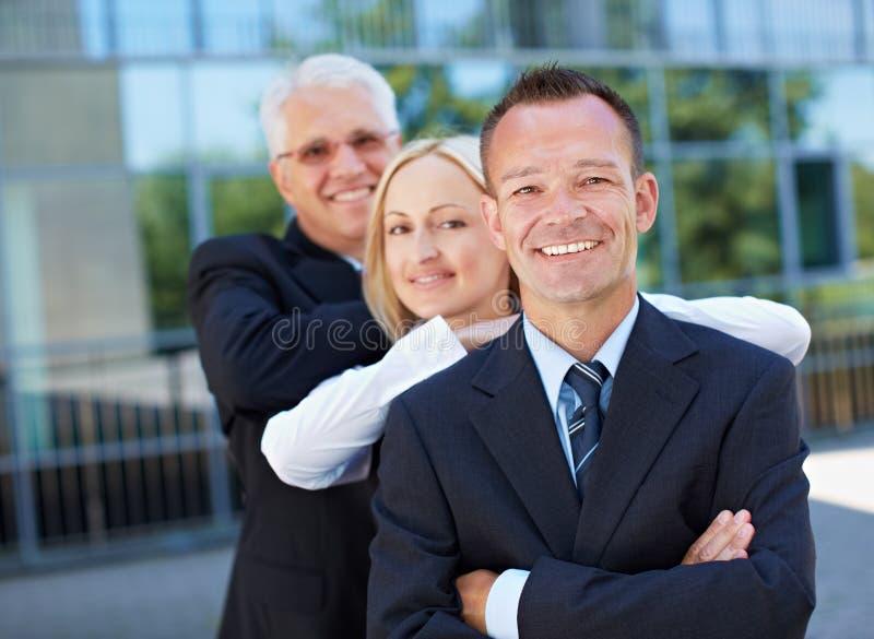 Счастливые бизнесмены команды стоковая фотография rf
