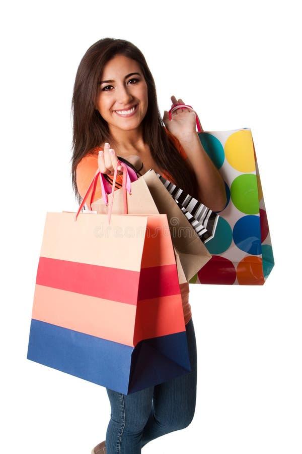 счастливые детеныши женщины увеличения объема покупок стоковые изображения rf