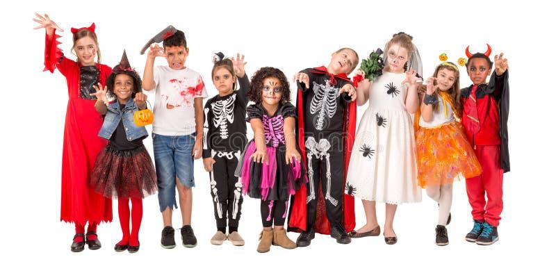 Счастливые дети в хеллоуине стоковые фото