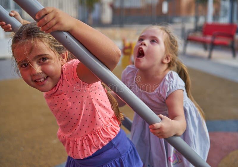 Счастливые дети играя совместно стоковое изображение rf