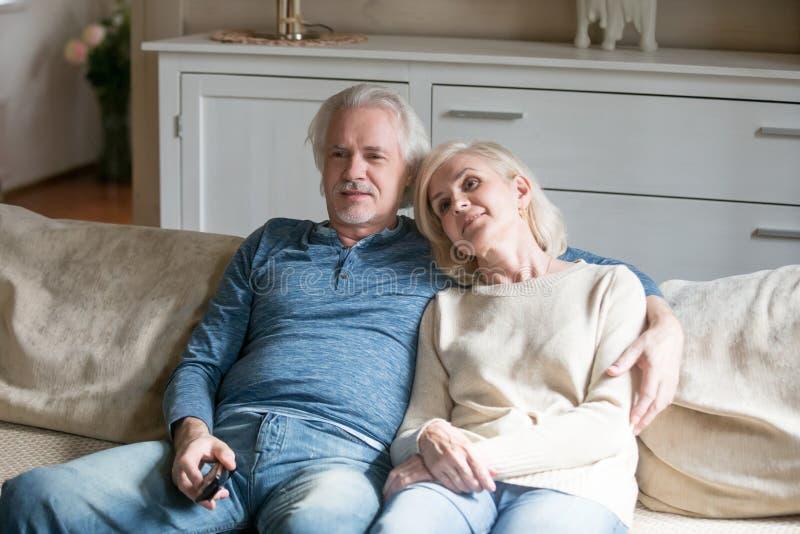 Пары в возрасте снимают свое видео