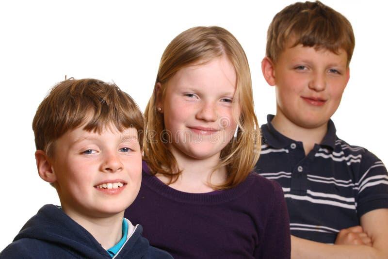 счастливые малыши молодые стоковая фотография
