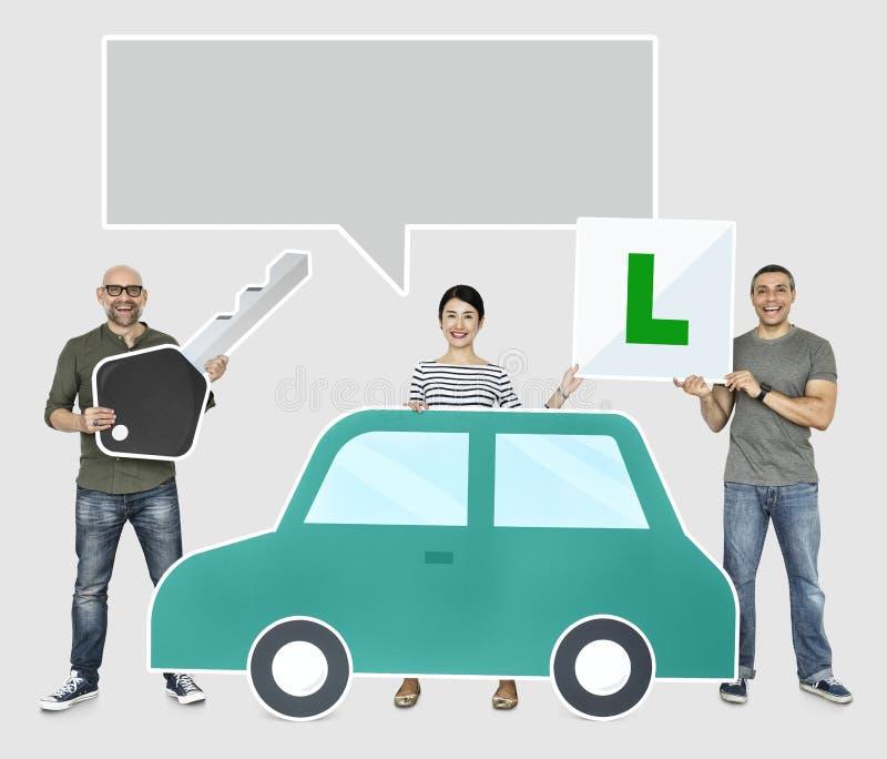 Счастливые новые водители с автомобилем бесплатная иллюстрация