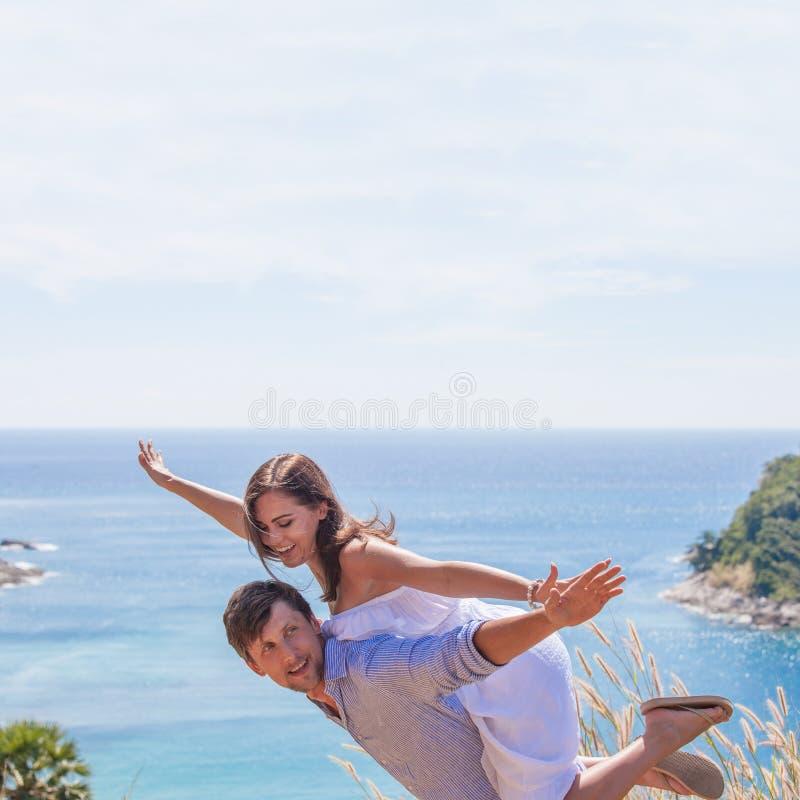 Счастливые пары на каникулах стоковое изображение rf