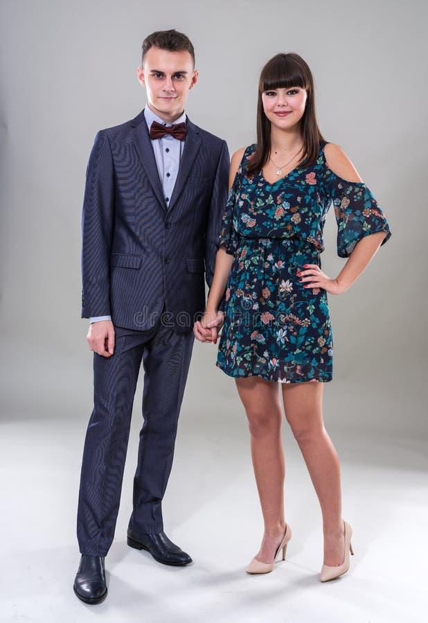 Счастливые пары подростков стоковые фото