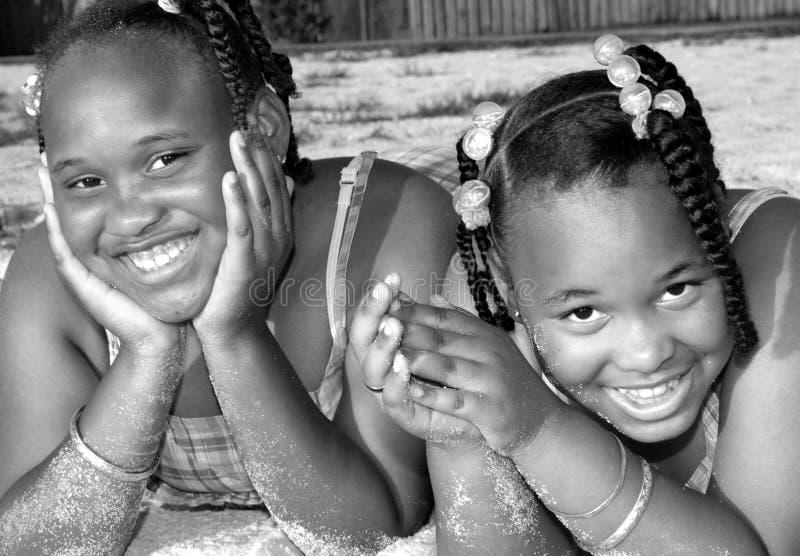 счастливые сестры стоковые изображения