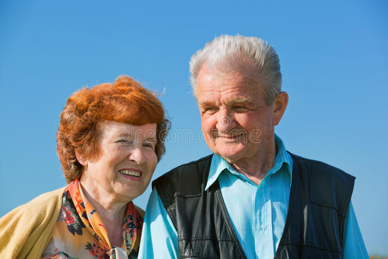 Счастливые старшие пары в влюбленности стоковое фото