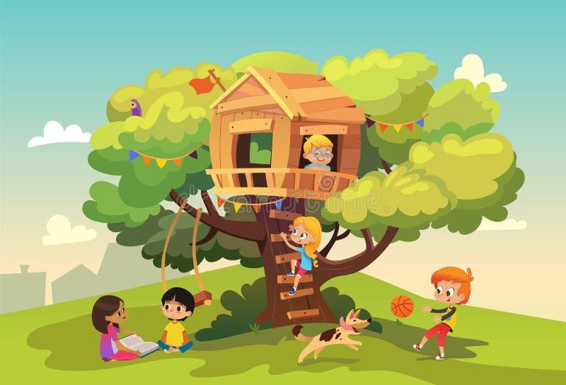 Счастливые multiracial мальчики и девушки играя и имея потеху в шалаше на дереве, детях играя с собакой, и моча оружие бесплатная иллюстрация