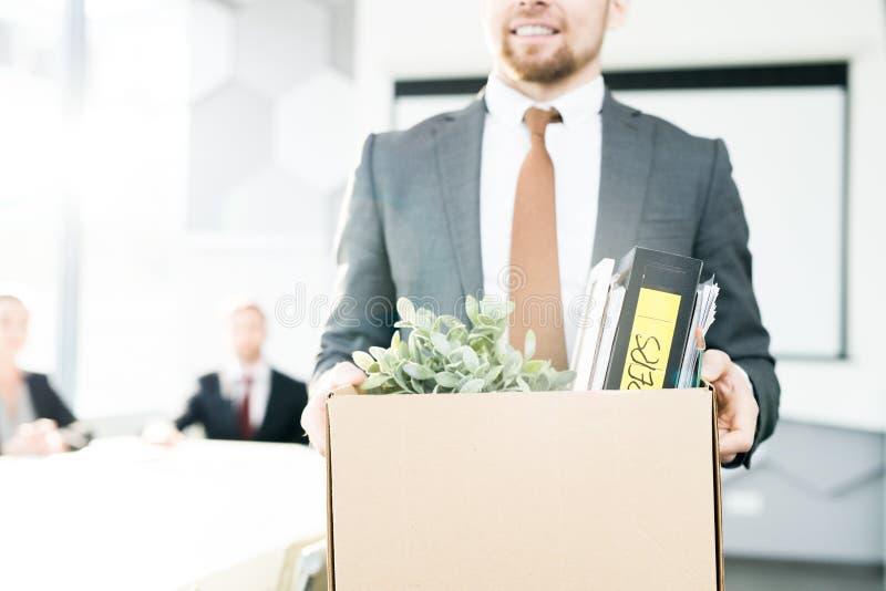 Счастливый бизнесмен прекращая работу стоковое изображение rf