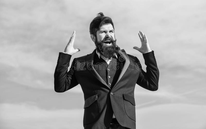 Счастливый бородатый человек r o Серьезный хипстер Харизматический мужчина стоковые изображения