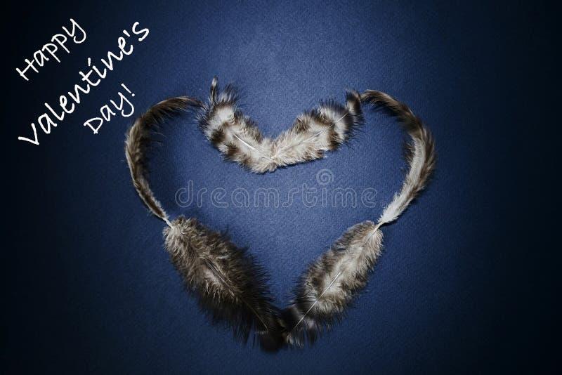 Счастливый день Валентайн - сердце пер на темной предпосылке стоковое изображение rf