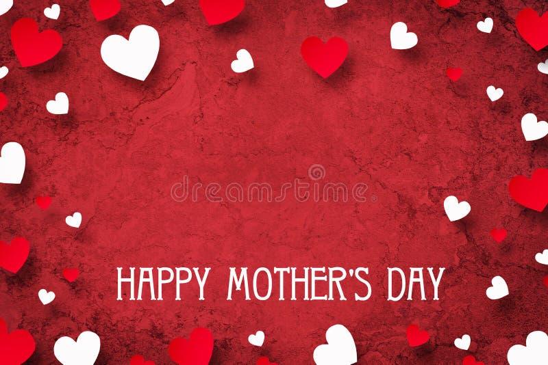 Счастливый День матери, поздравительная открытка Красные и белые сердца на красной предпосылке r иллюстрация вектора