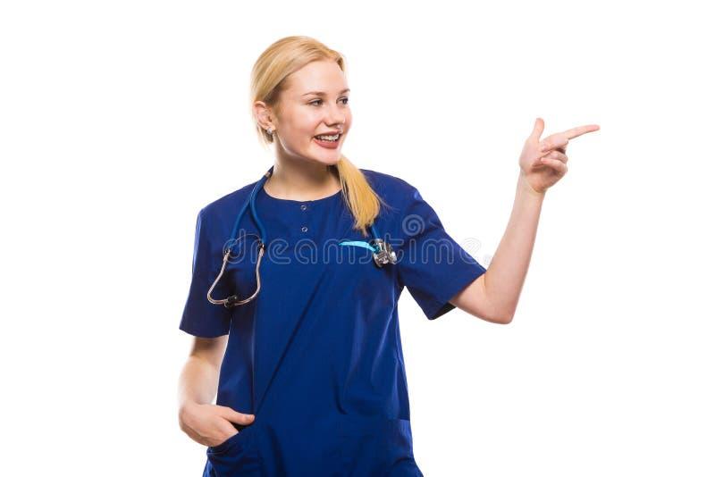 Счастливый доктор женщины в сини scrubs стоковые изображения rf