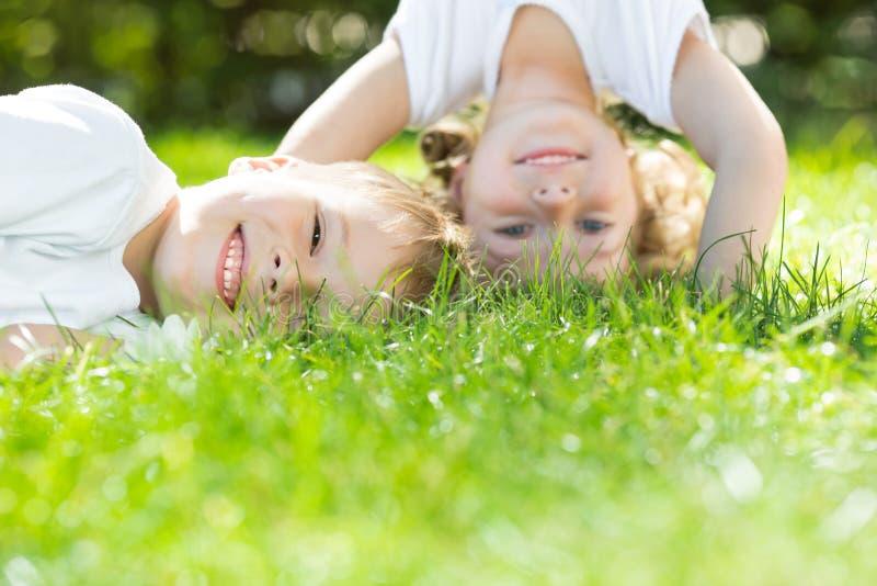 Счастливый играть детей стоковое изображение rf
