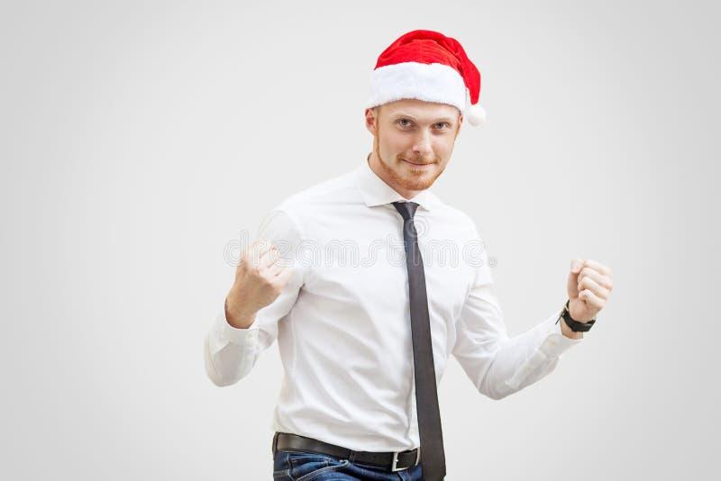 Счастливый красивый бизнесмен в белой рубашке, черном галстуке и красной новой стоковое изображение rf