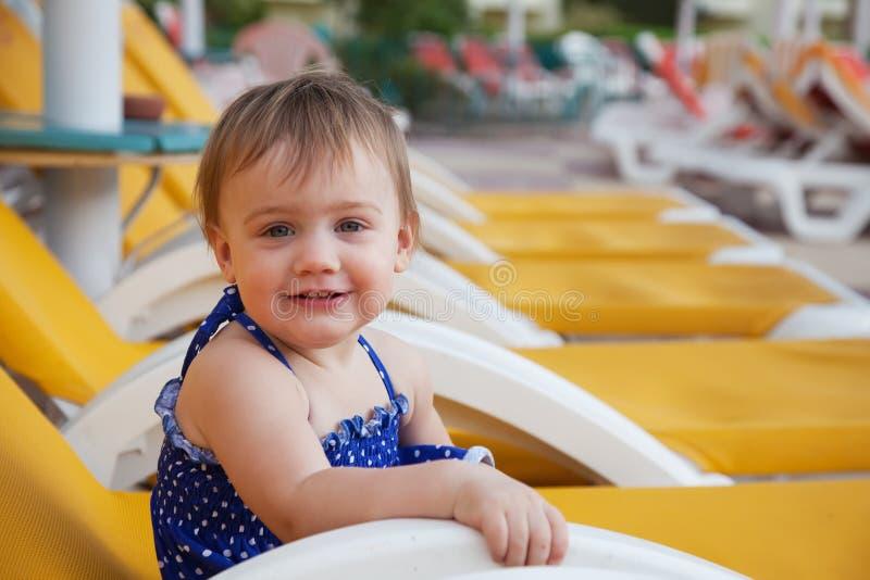 Счастливый малыш на курорте стоковые изображения