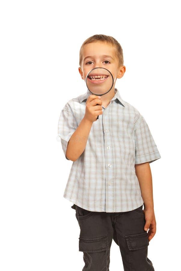 Счастливый малыш с большой усмешкой стоковые фотографии rf