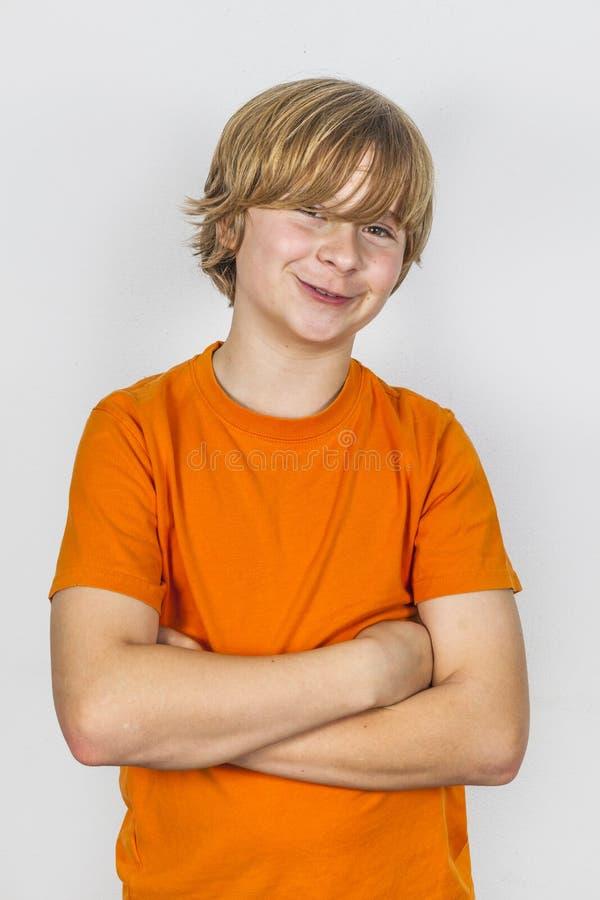 Счастливый мальчик изолированный на белизне стоковая фотография rf